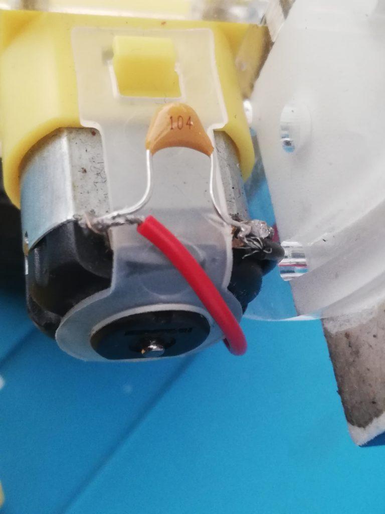 cables y capacitor 104